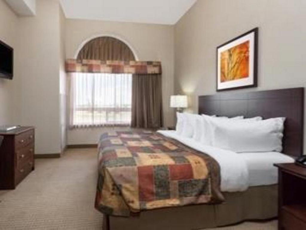1 King Bed Presidential Suite, Non-Smoking - Ágy Ramada by Wyndham Weyburn