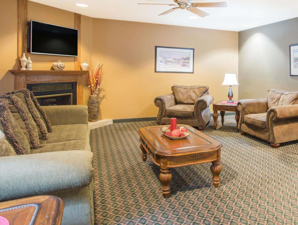 Vista Interior Ramada by Wyndham Spirit Lake/Okoboji