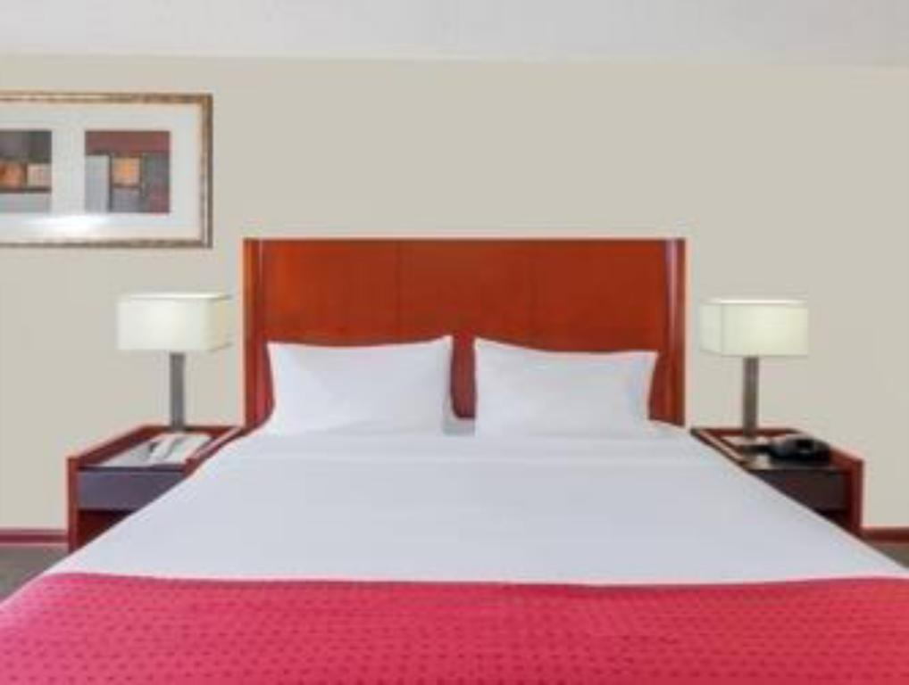 King Room - Non-Smoking Ramada by Wyndham Palmdale