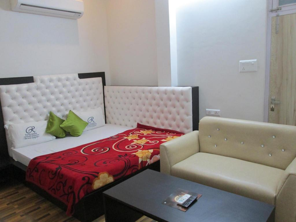 Royal Deluxe - Bed Hotel Ramprastha