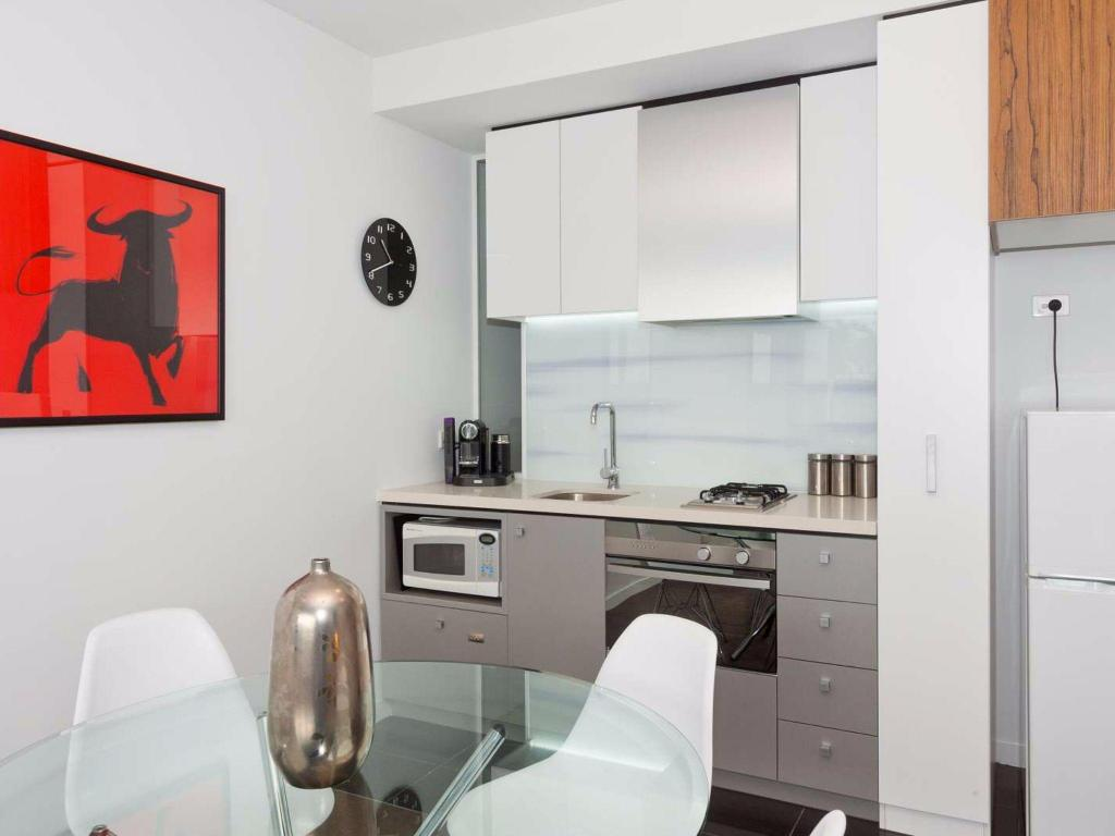 Kitchen Espresso Apartments - Location, Views and Style