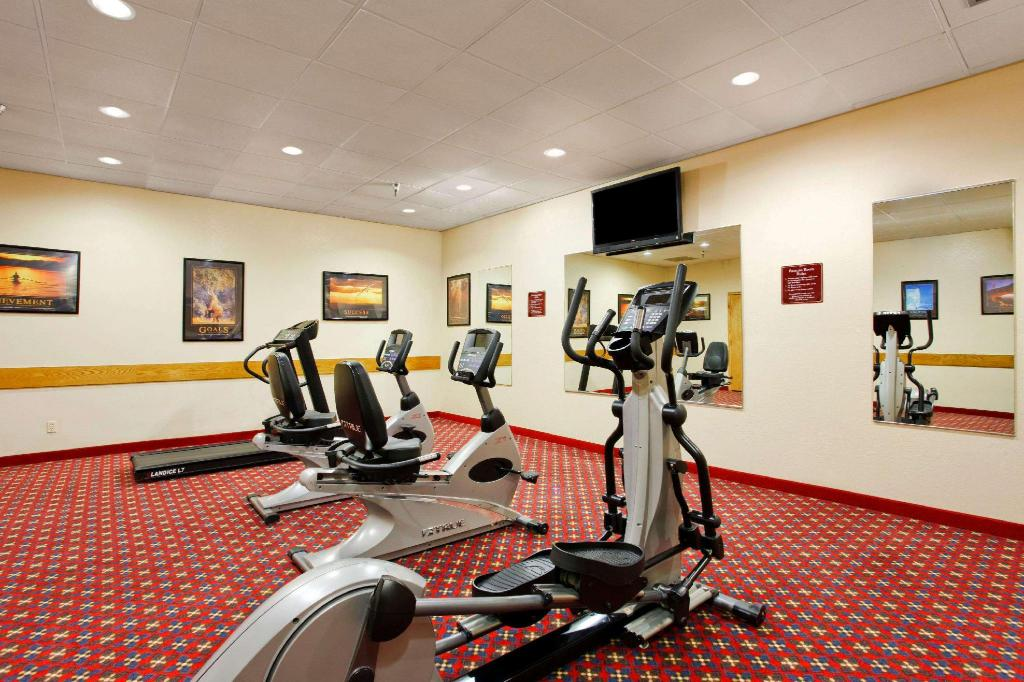 Fitneszközpont Ramada by Wyndham Grand Dakota Hotel Dickinson