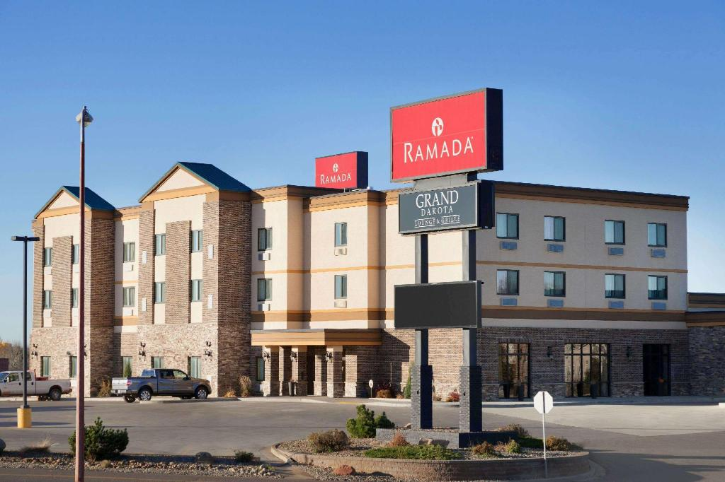 Ramada by Wyndham Grand Dakota Hotel Dickinson