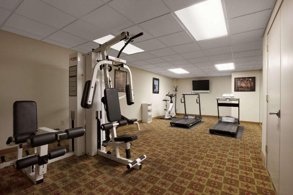 Fitneszközpont Ramada by Wyndham Levittown Bucks County