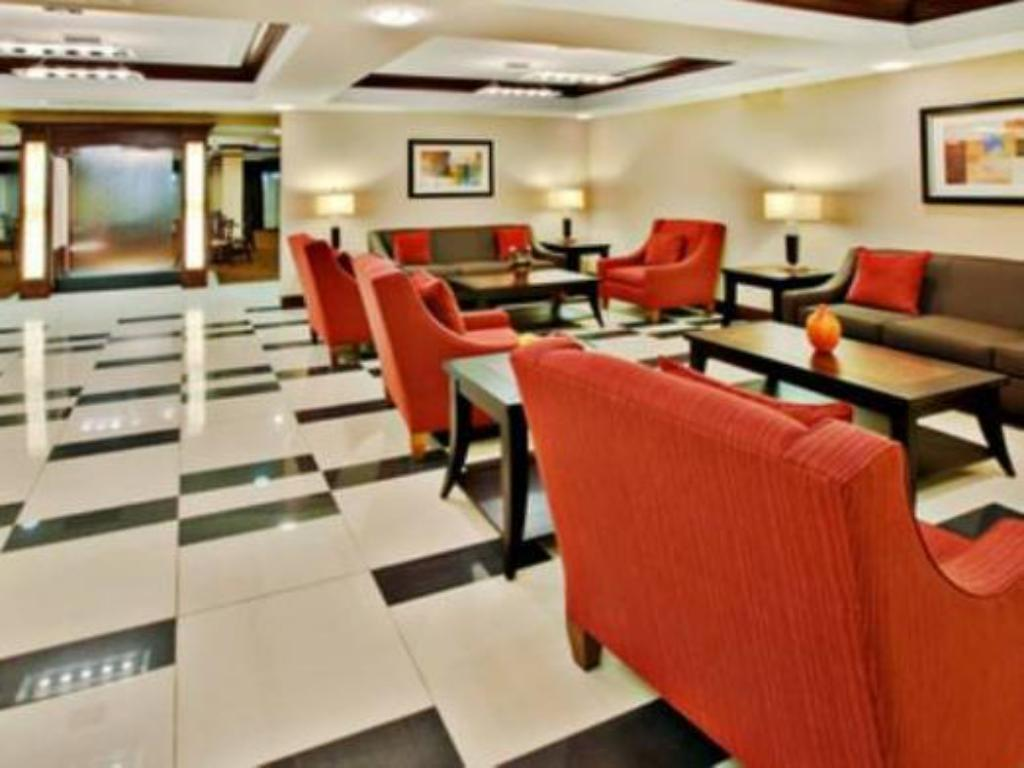 Lobby Holiday Inn Express Hotel & Suites Crawfordsville