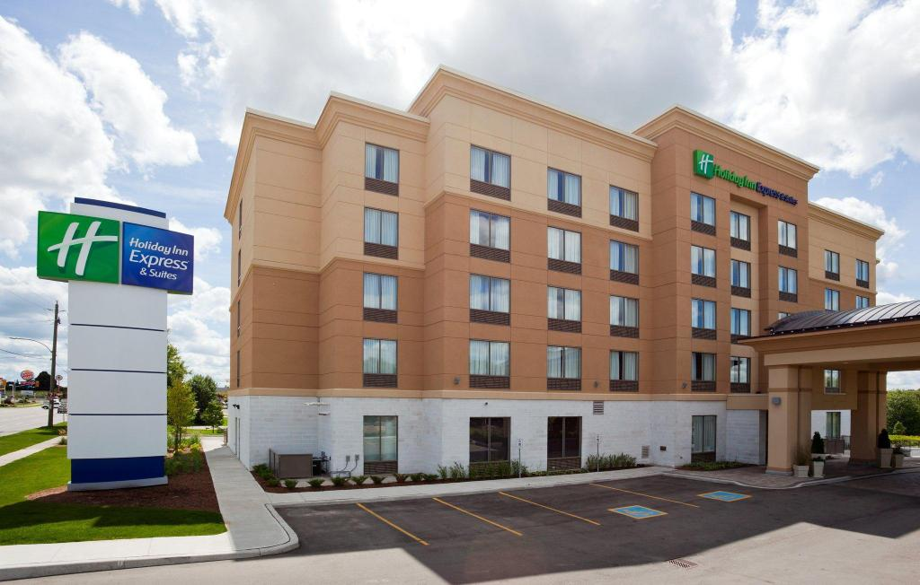Exterior view Holiday Inn Express Hotel & Suites - Woodstock