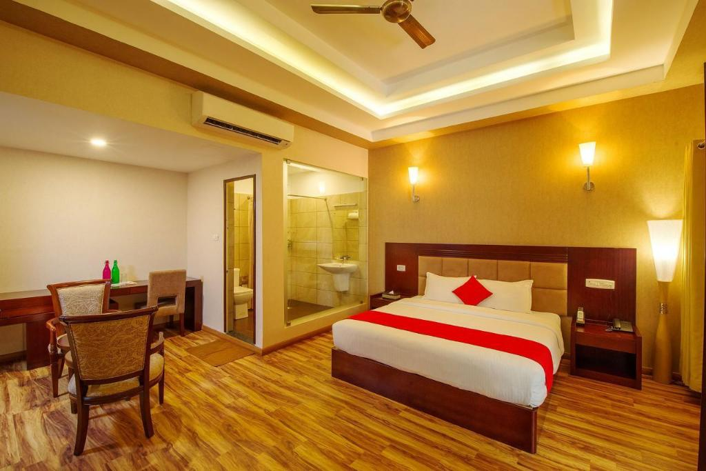 Deluxe King Room - Guestroom Cyrus Resort by Tolins Hotels & Resorts
