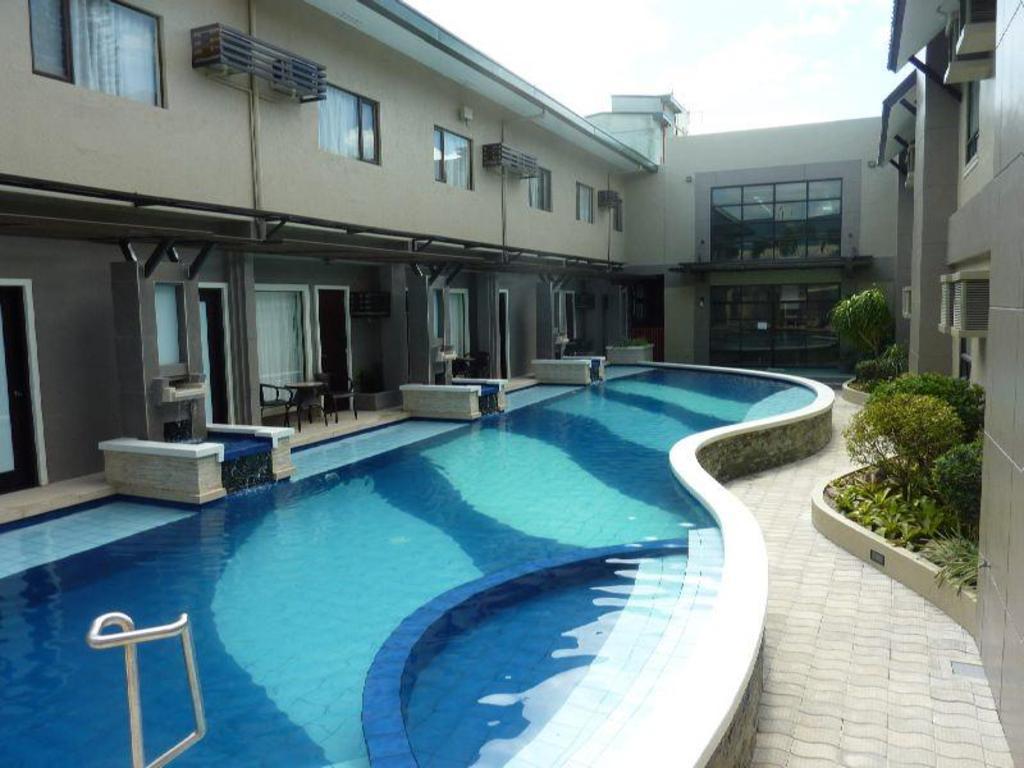 Swimming Pool Circle Inn Hotel Suites