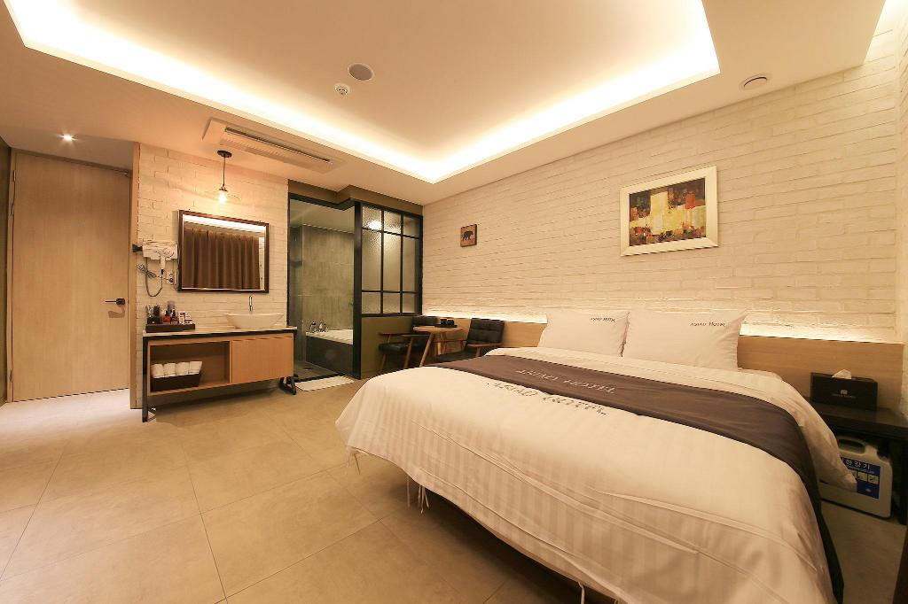 Standard Double Room - Guestroom Asiad Hotel