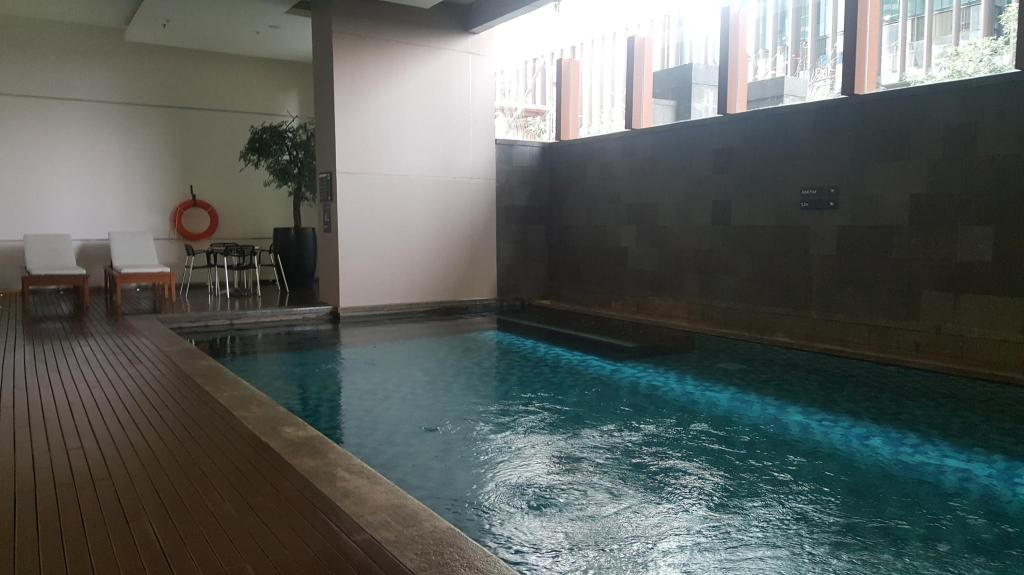 Piscina Kemang Village Apartment - E 1803 by Mediapura