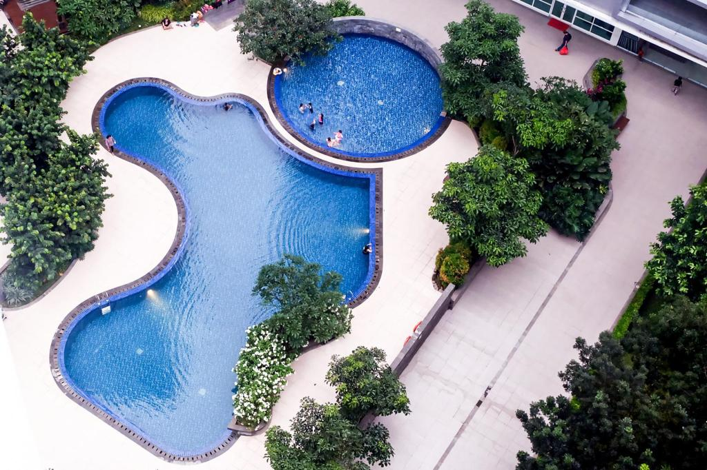 Swimming pool [outdoor] Homey 1 BR Woodland Park Apartment By Travelio