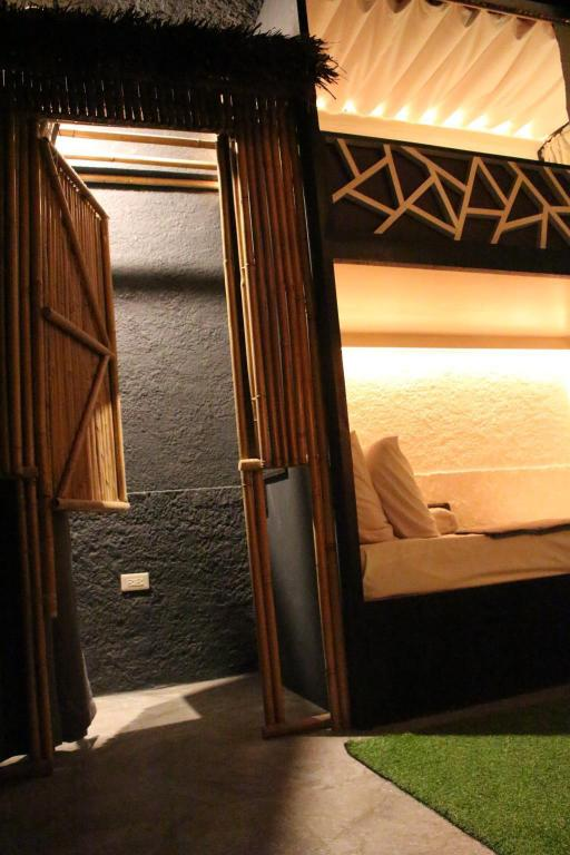 1 Person in 4-Bed Dormitory - Mixed - Gastenkamer The Cavern Pod Hotel & Specialty Cafe