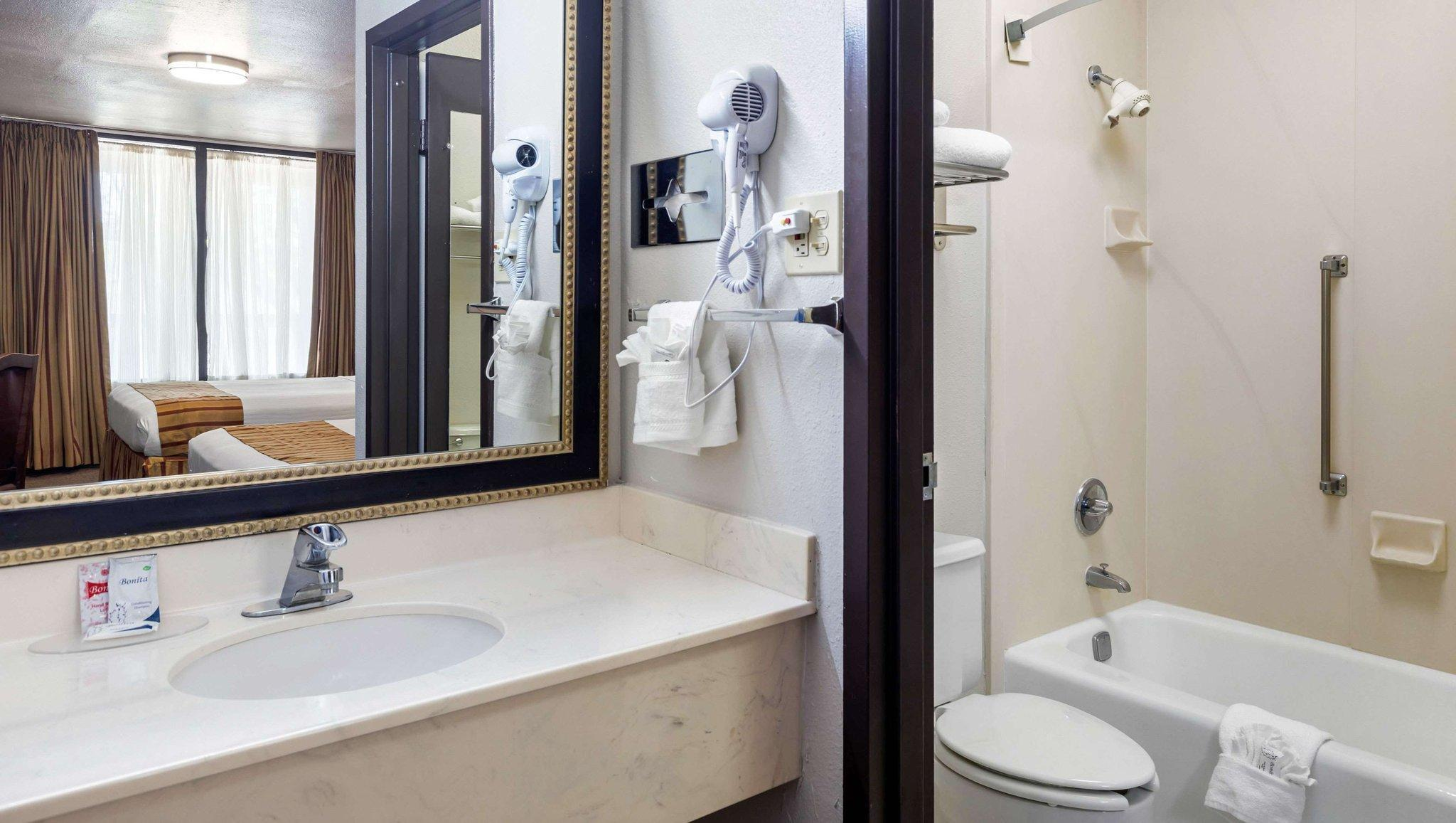Magnuson Grand Hotel And Conference Center Tyler Tx Booking Deals Photos Reviews