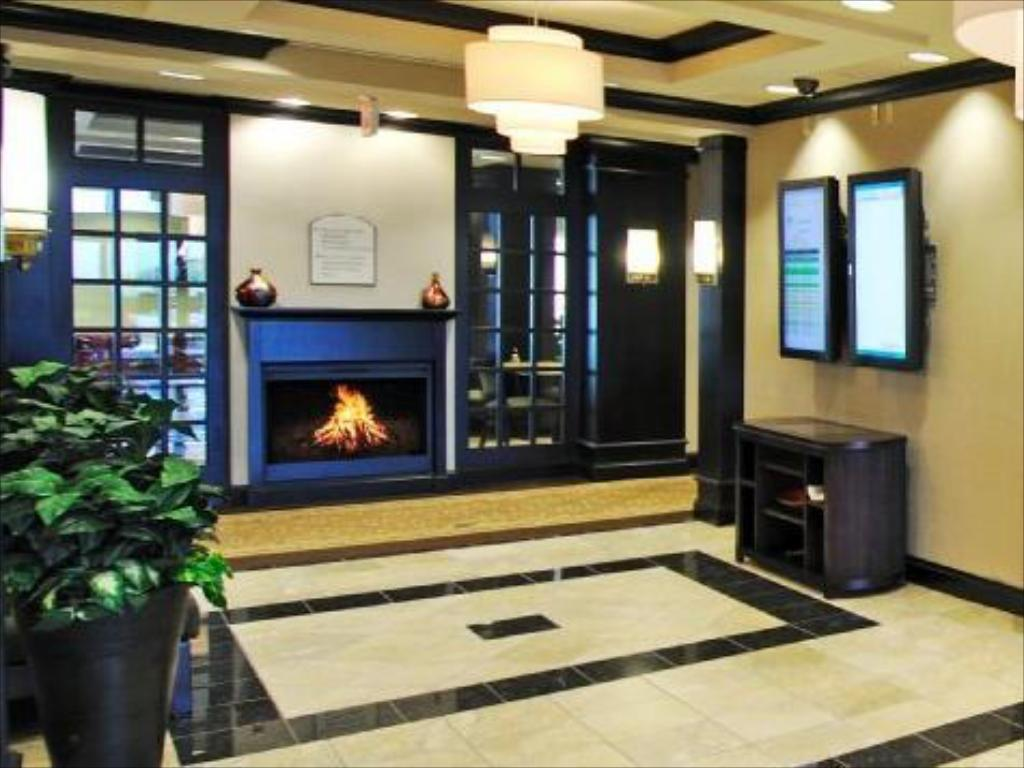 Lobby Holiday Inn Express Hotel & Suites Halifax Airport