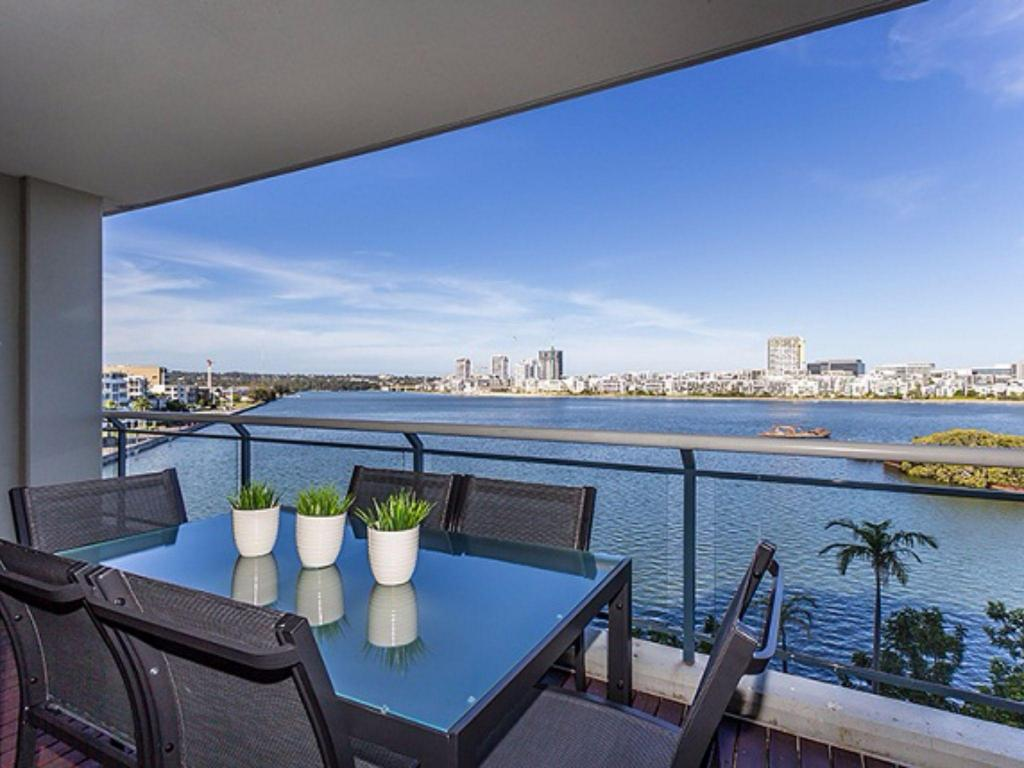 Balkong Breakers View, 2 Bedroom Unit with Great Waterview
