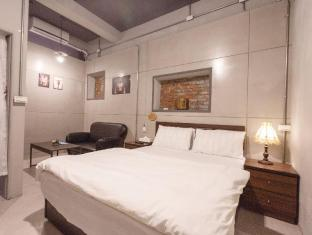 kaohsiung near Zuoying attraction & Lotus Pond Scenic Area & Ruifeng Night Market- Double room 03