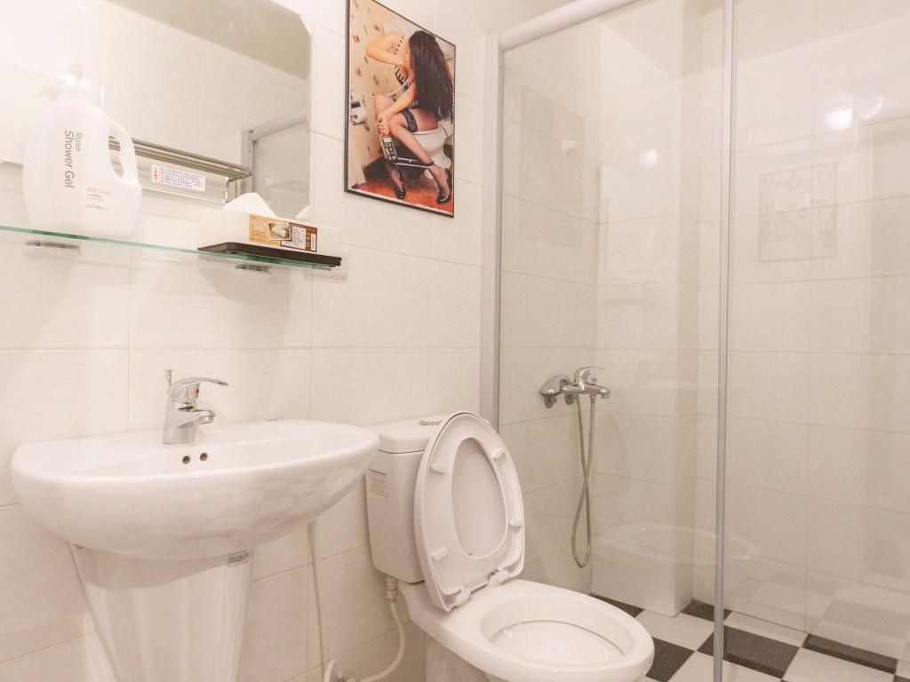 Bathroom kaohsiung near Zuoying attraction & Lotus Pond Scenic Area & Ruifeng Night Market- Quad room 05