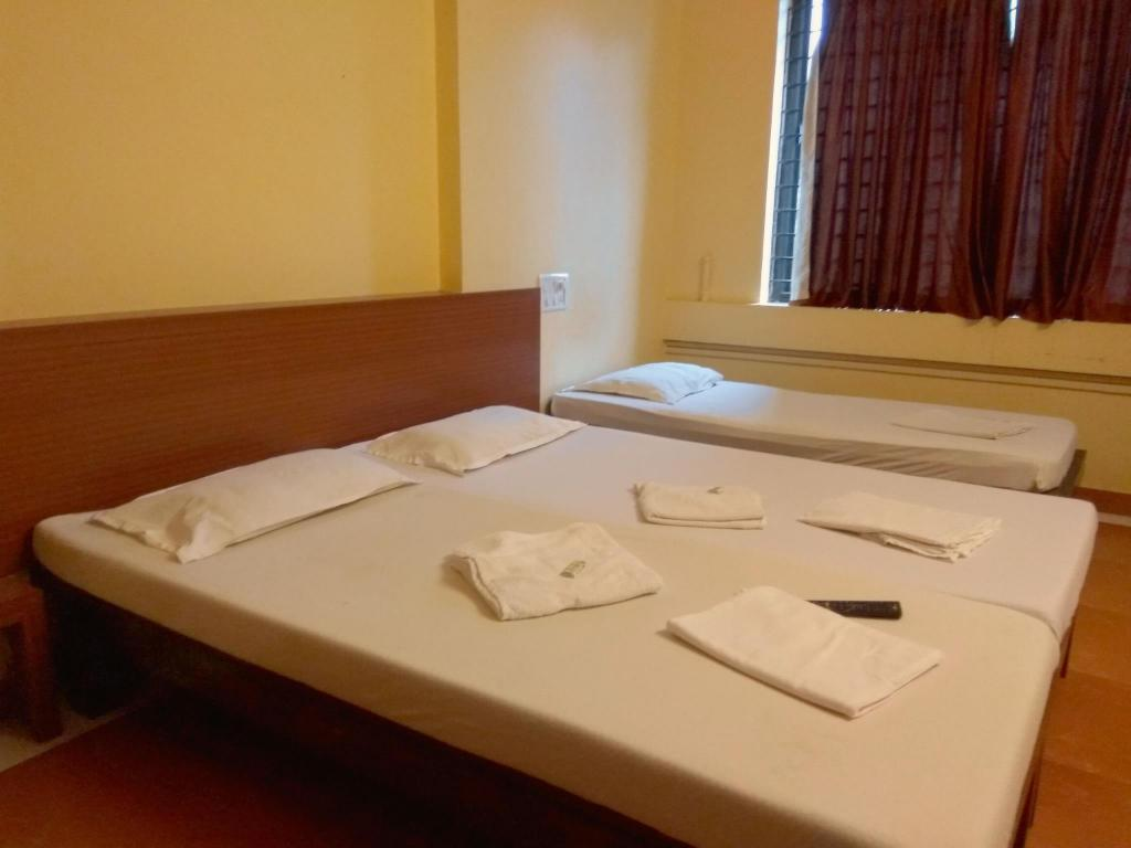 Standard Air Condintioning - Bed Hotel Raviraj Classic