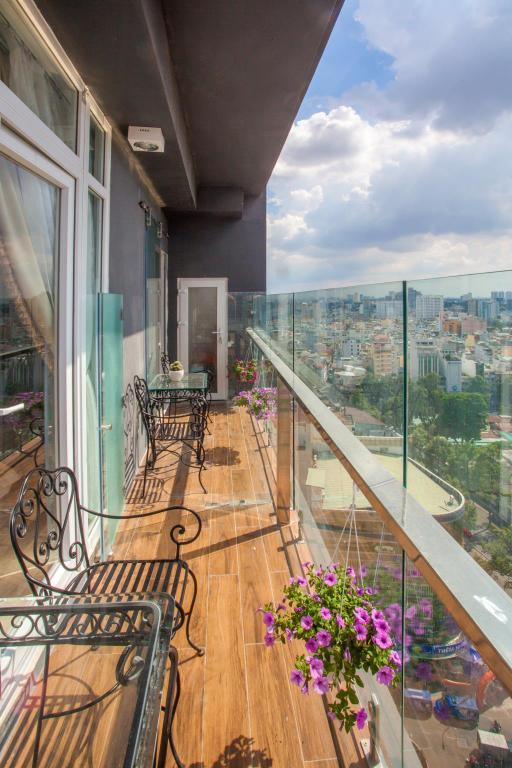 Balkon 5 ROOM ENTIRE APARTMENT AT CITY CENTER