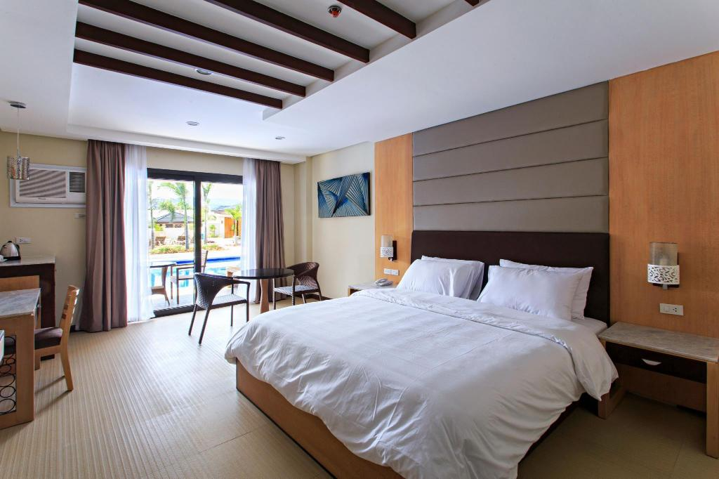 Pool Access Room - Bed Cebu Westown Lagoon - South Wing
