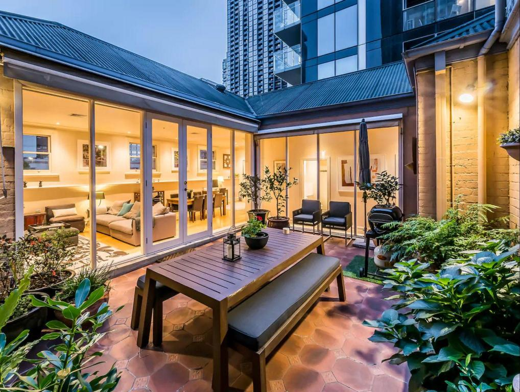 Luxury Penthouse with Private Terrace - CBD