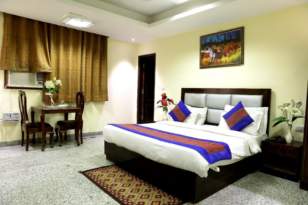 Deluxe - Guestroom Airport Hotel The Paramont