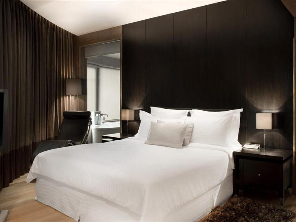 Corporate Suite - Bed Le Meridien New Delhi