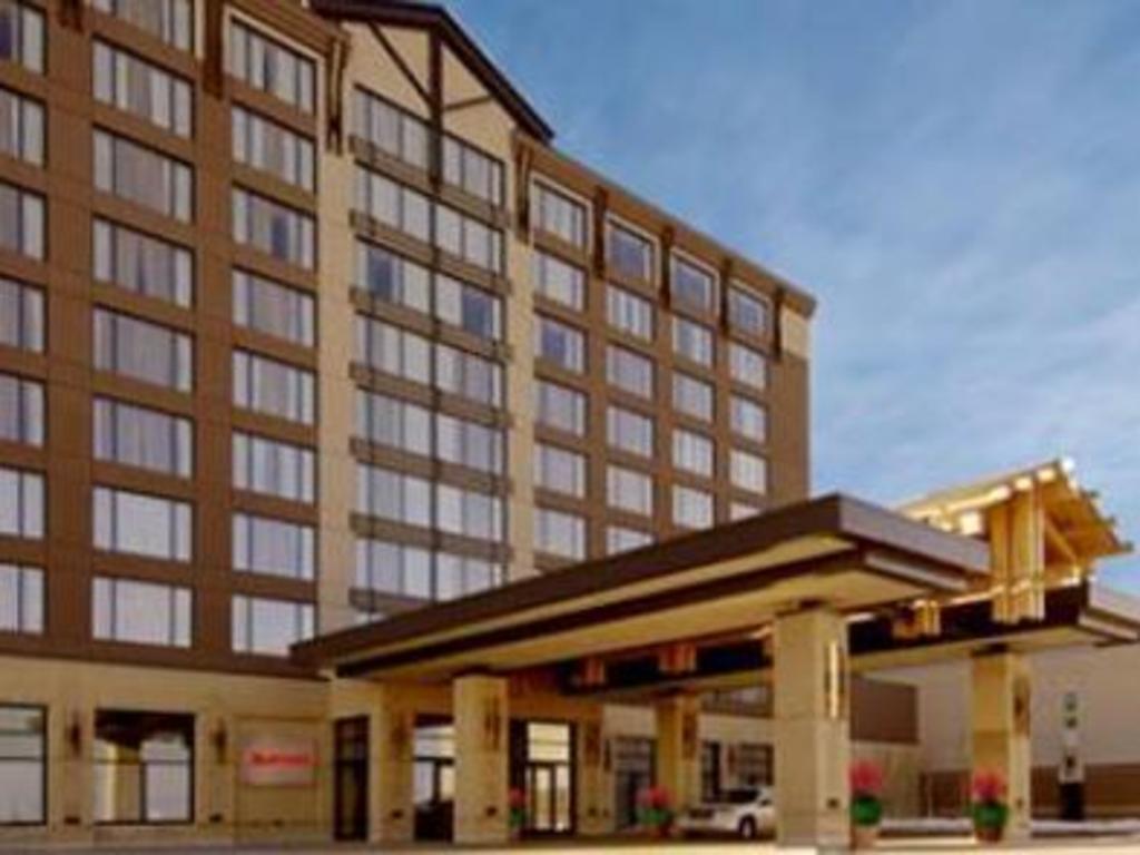 Edmonton River Cree Hotel