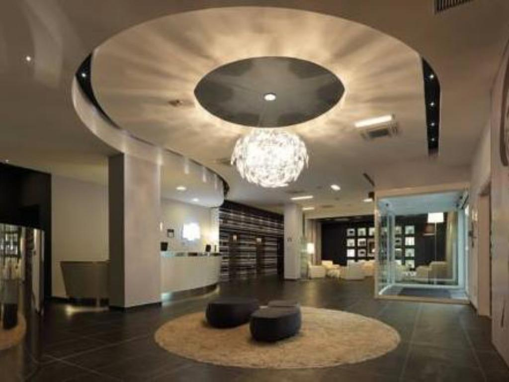 Lobby Holiday Inn Milan Nord Zara