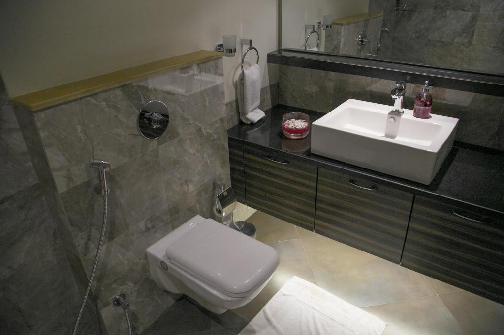 Bathroom ABIS Lakeside Hotel