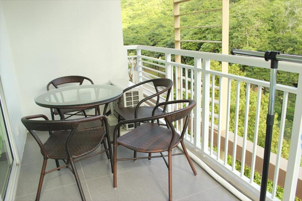 balkon/terras 1 BR Condo unit in Pico De Loro for rent