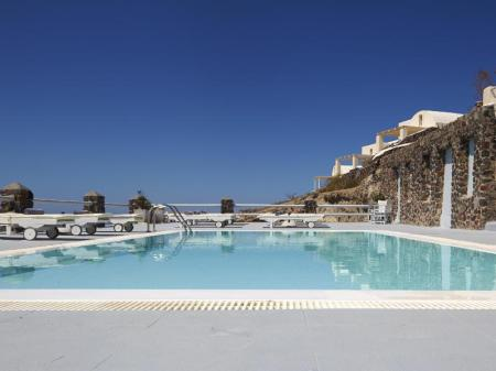 Swimming pool Oia Suites Hotel