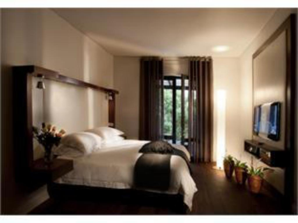 Deluxe Room without outside Balcony - Guestroom Cascades on the Promenade Hotel