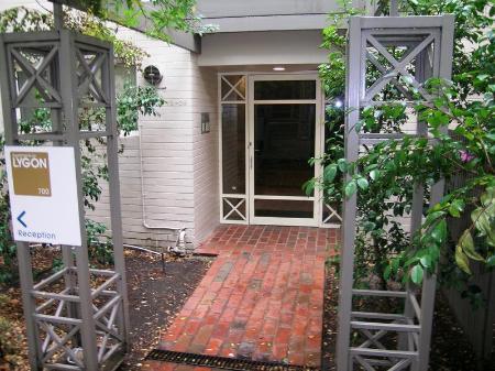 Entrance Apartments On Lygon