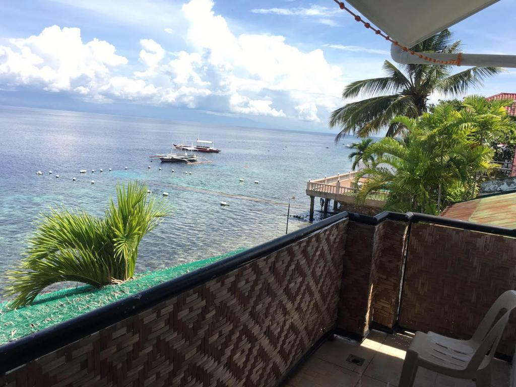 Sea View Double Room - Balcony Kiss Diving Moalboal