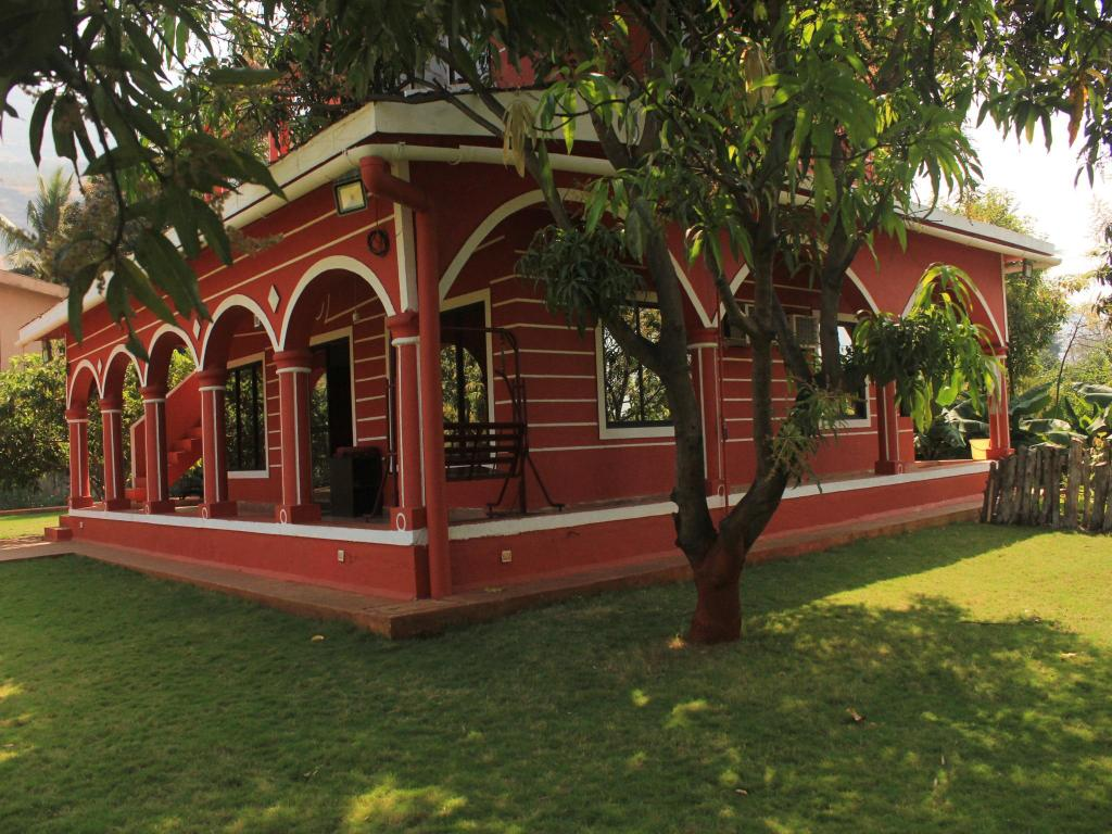 Red House At Karjat Perfect For A Family