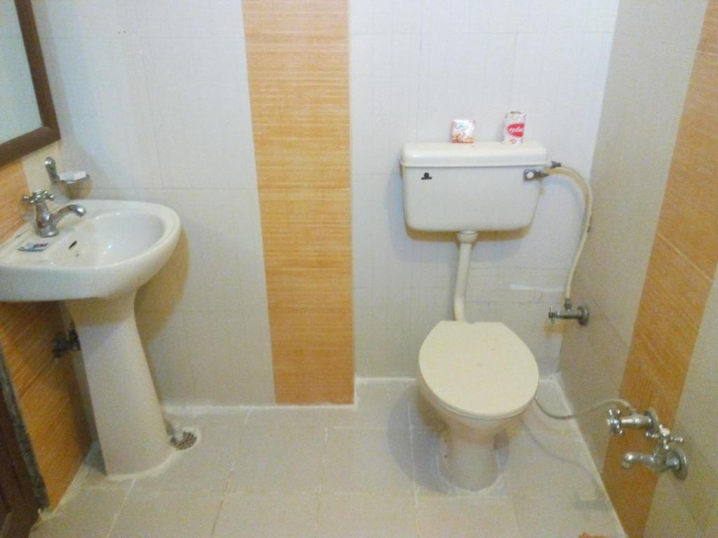 Bathroom Pooja Home H1Ymoon Suite Stay