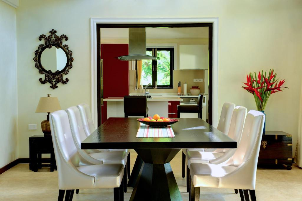 Dining room/area Radhika  Home Colonial Style Villa