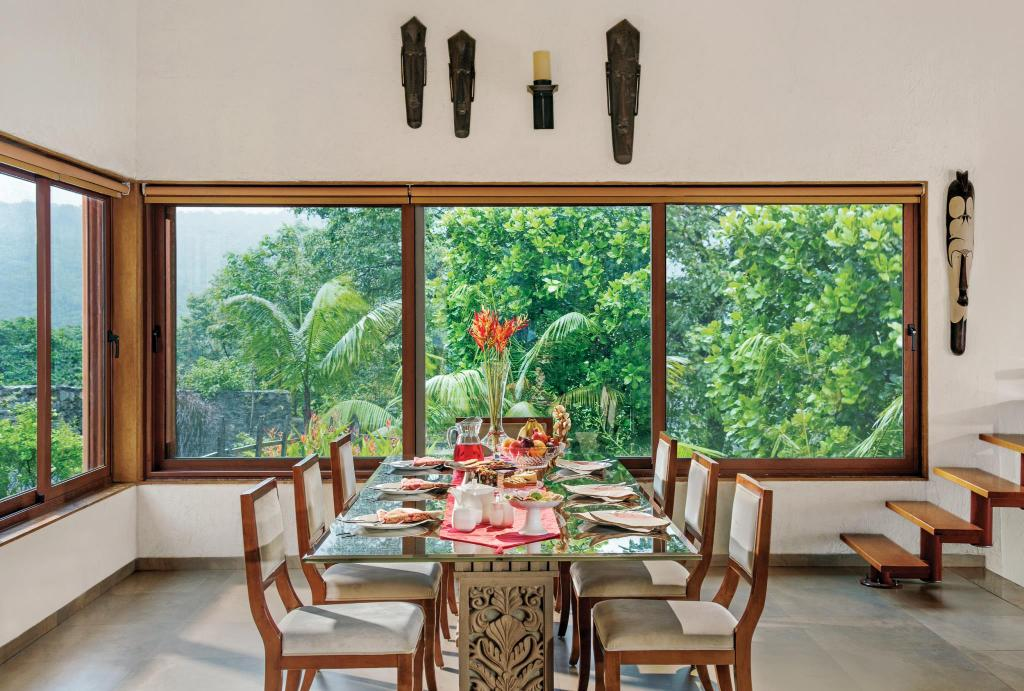 Dining room/area Mawi Infinitty Villa Overlooking The Pawna Lake
