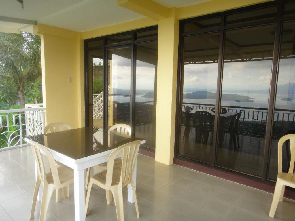 Miguel Home Tagaytay Ridgestar Vacation House