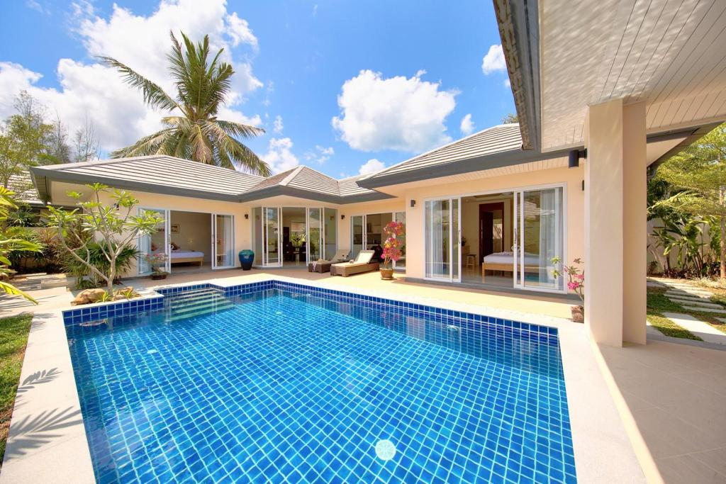 Pool 2 Bedroom Tropical Retreat - 206