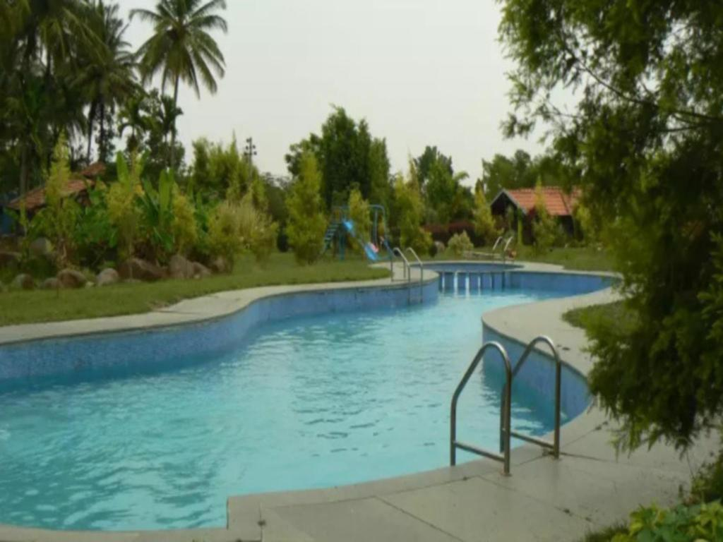 Swimming pool Stay Simple Riverdale Resort - Hassan Cottage In