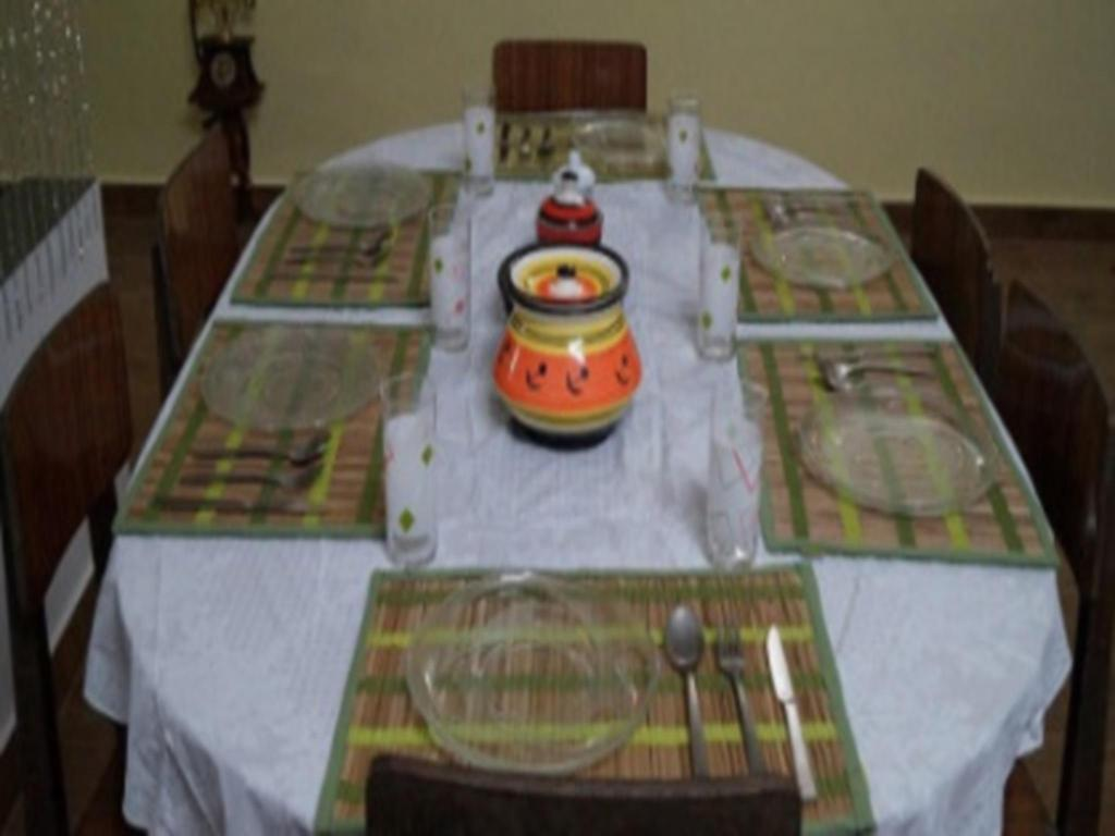 Restaurant Grace Inn Munnar Double Room With Mountain View