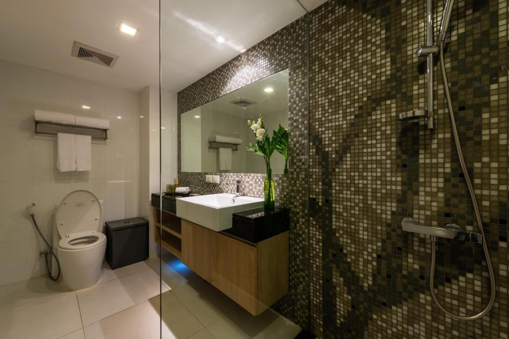 Bathroom Maitria Studio Room at Sukhumvit 18