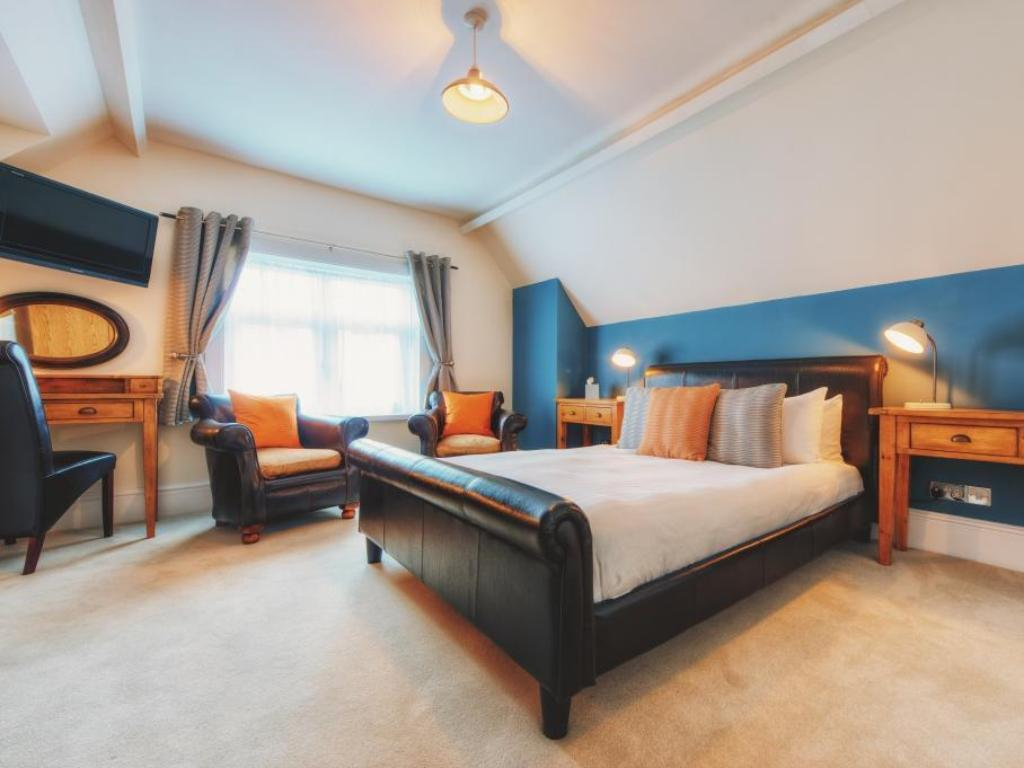 Executive King Room With Shower Somerset House Hotel and Restaurant