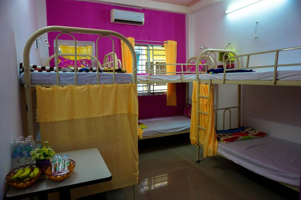 Slaapzaal 6 Bed plus Airconditioning - Gastenkamer Color hostel Tp. Ho Chi Minh - Vietnam