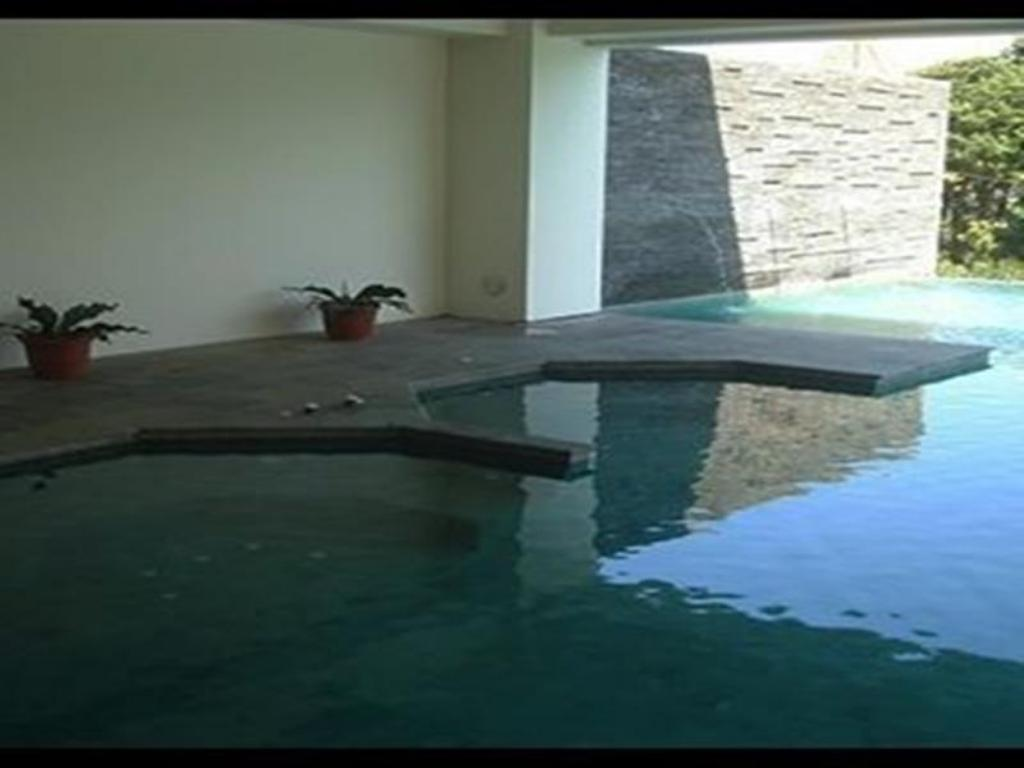Swimming pool Green Hills Home