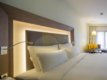 Superior Queen Room with sofa Novotel Istanbul Bosphorus