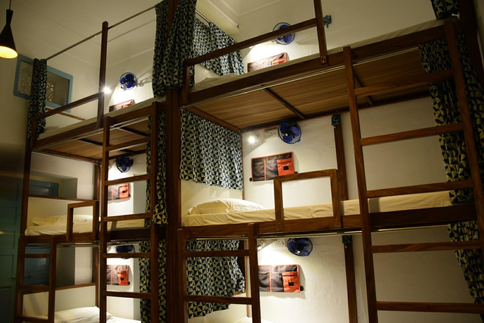 6床混合宿舍间 (6-Bed Mixed Dormitory Room)