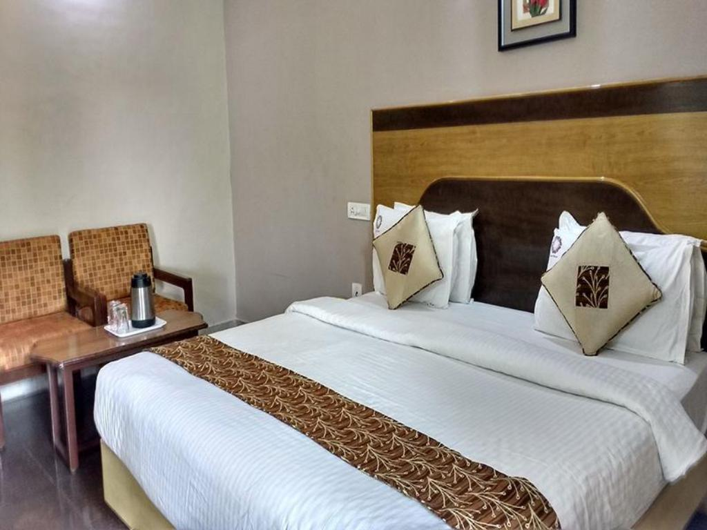 Superior Double Air Conditioning - Bed Hotel Mayas